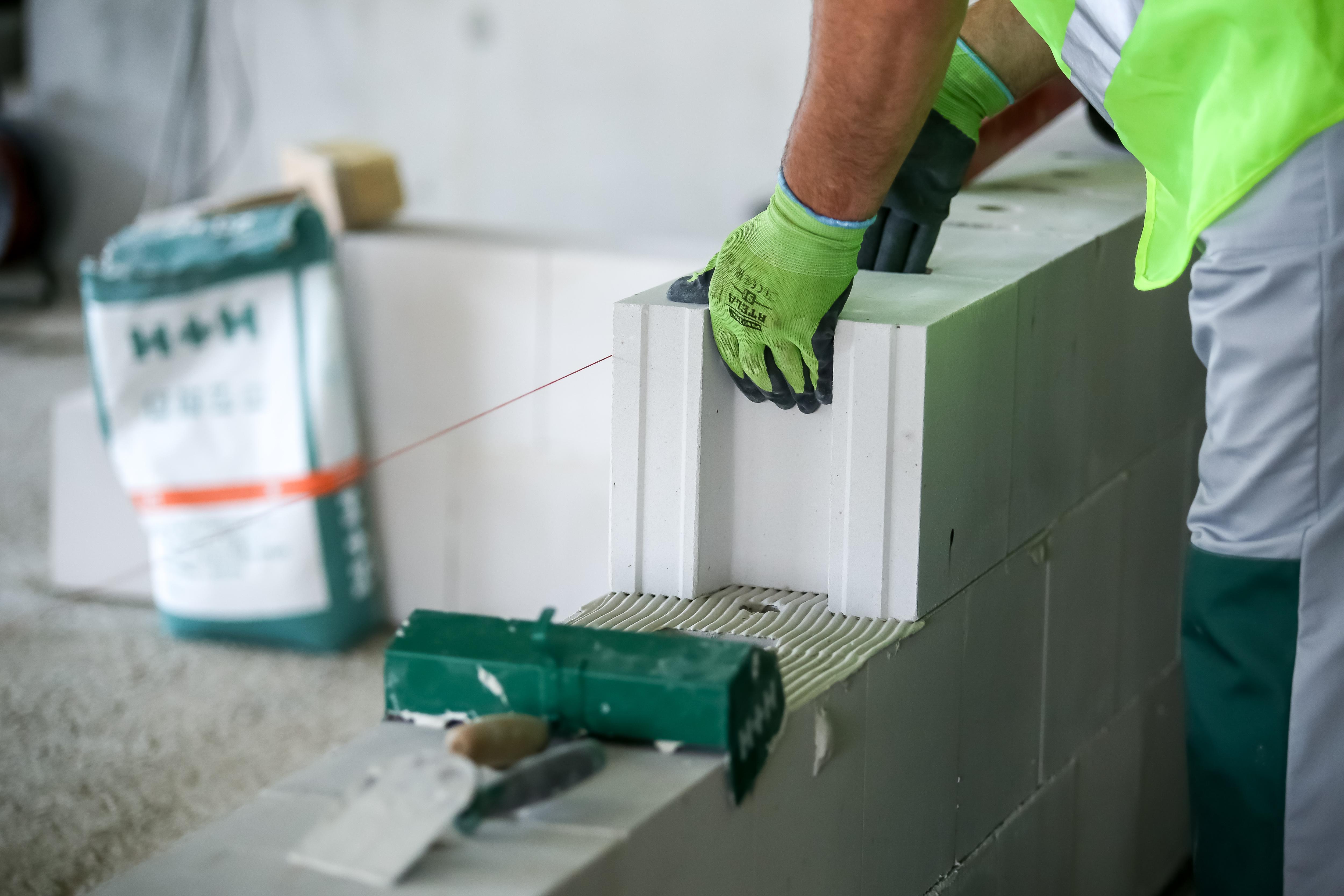 Piony na piątkę, czyli sztuka murowania ścian pod instalacje